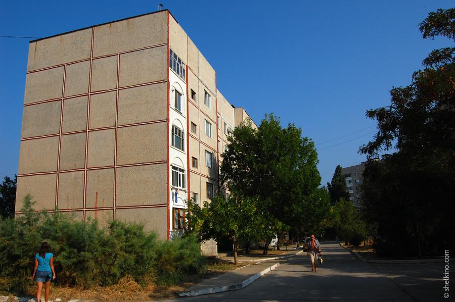 Щелкино, дом 101/1. Вид с юга, со стороны домов 48 и 101/2.