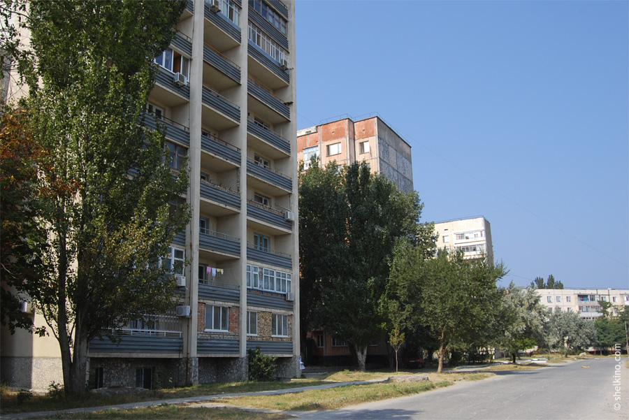 Щелкино, дома 12а, 9, 37, и 35. Вид с востока, со стороны окраинной дороги