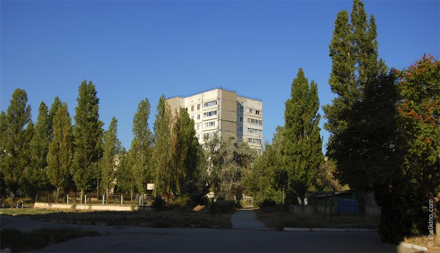 Щелкино, дом 28. Вид с востока, со стороны домов 35 и 37