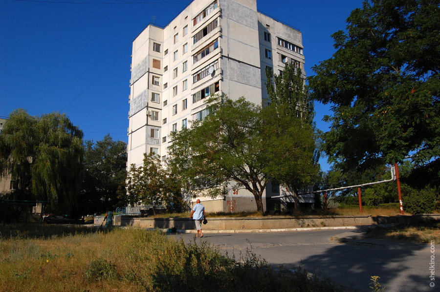 Щелкино, дом 31. Вид с востока, со стороны дома 33.