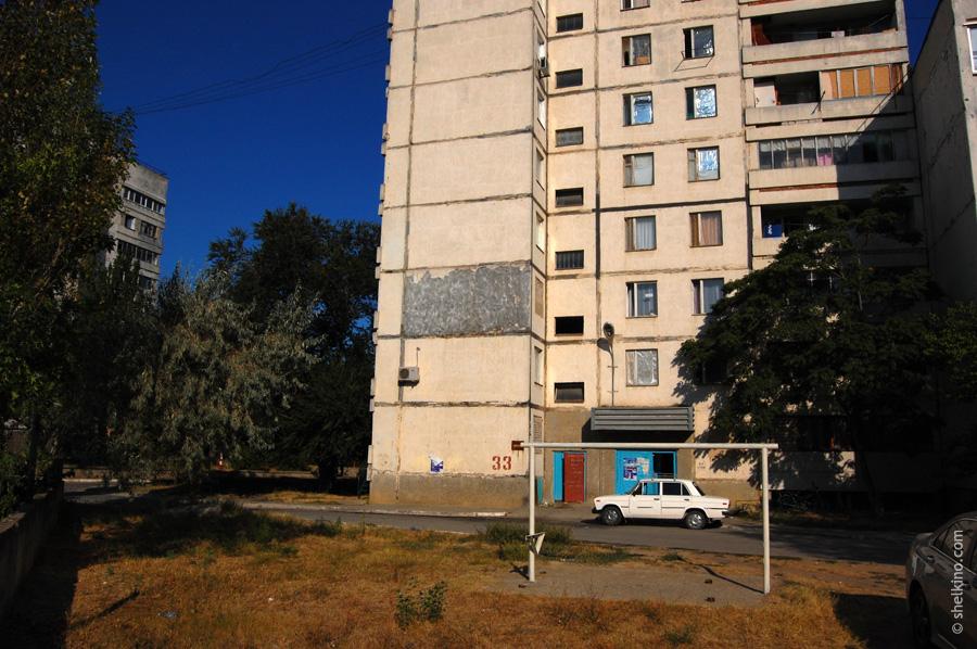 Щелкино, дом 33. Вид с востока, со стороны детского сада.