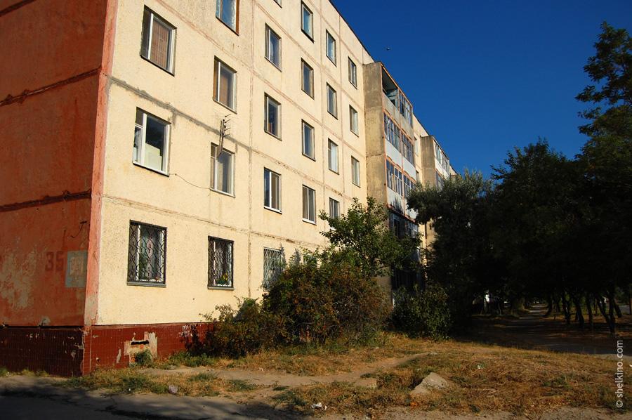 Щелкино, дом 35. Вид с восточной стороны, с окраинной дороги.