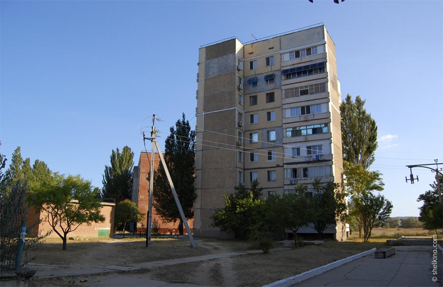 Щелкино, дом 37. Вид с юга, со стороны дома 9.
