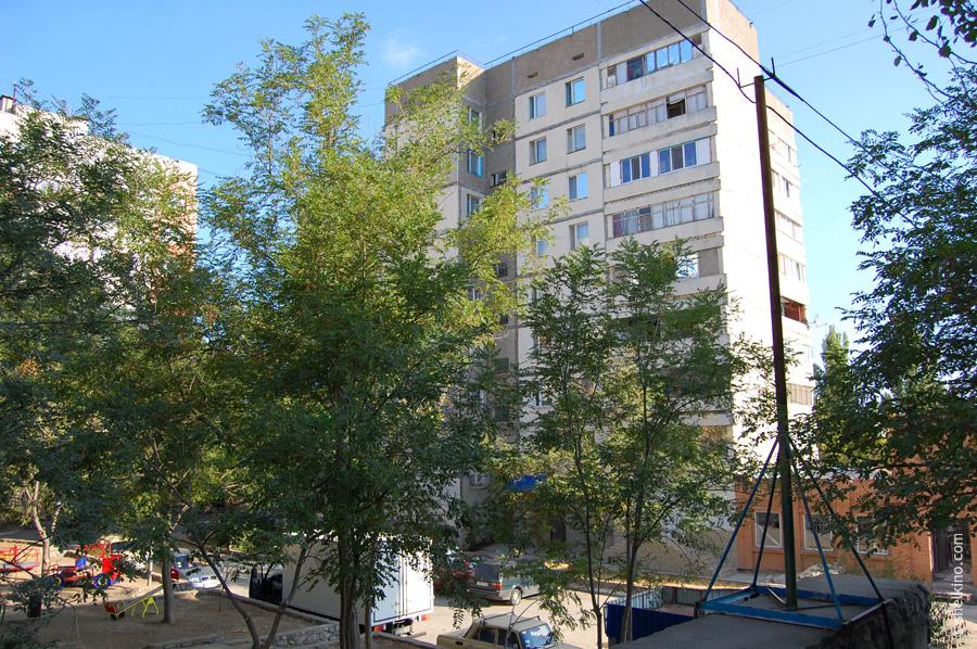 Щелкино, дом 45. Вид с юга, со стороны городской администрации Щелкино.