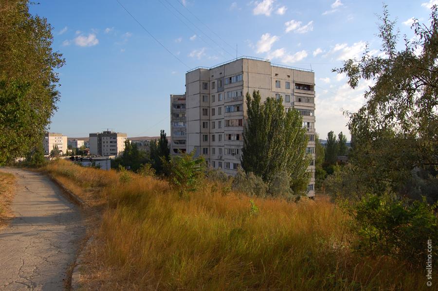 Щелкино, дом 47. Вид с юга, со стороны дома 48а и 48б.