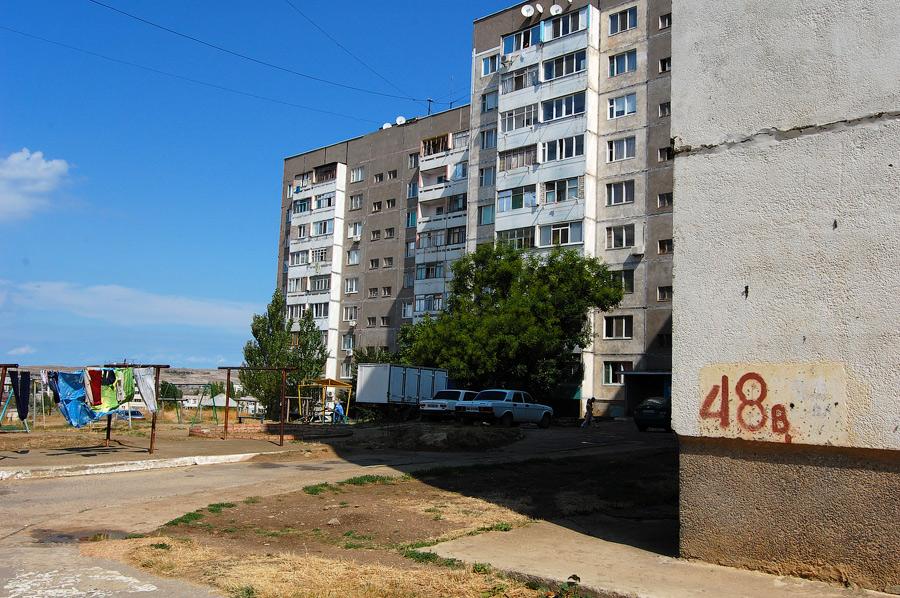 Щелкино. Вид со стороны дома 44а. Слева направо дома 48а, 48б, угол дома 48в.
