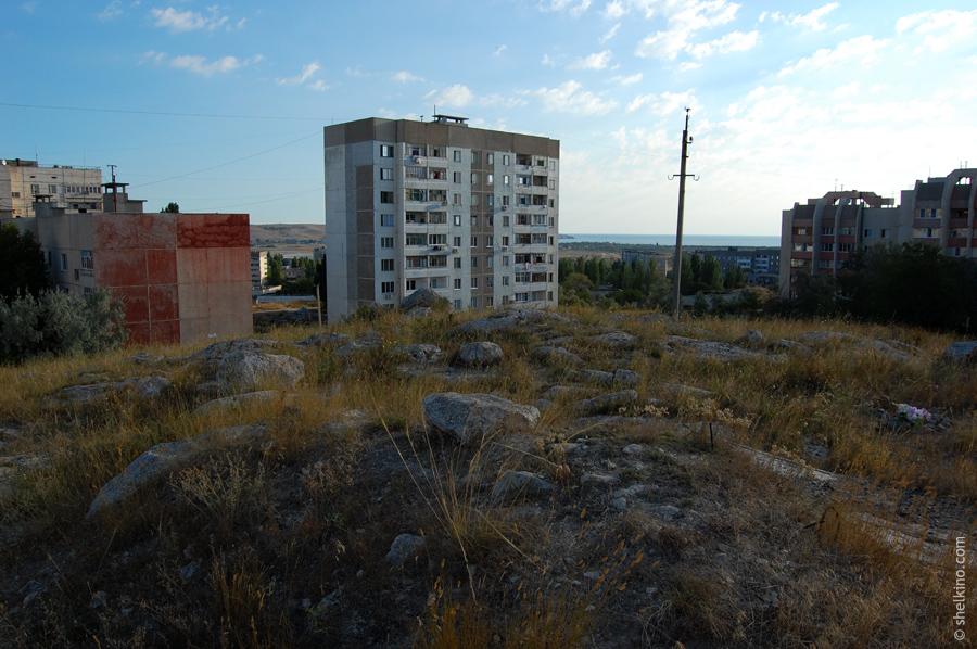 Щелкино. Дом 48в - по центру кадра. Вид с юго-запада, со стороны домов 55, 57б, 60. Слева видна часть 5-этажного дома 44а, справа - корпуса А и Б дома 60/2.