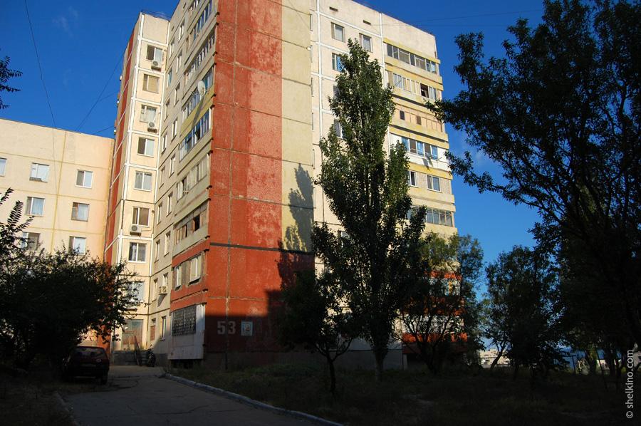 Щелкино, дом 53. Вид с востока, со стороны дома 55.