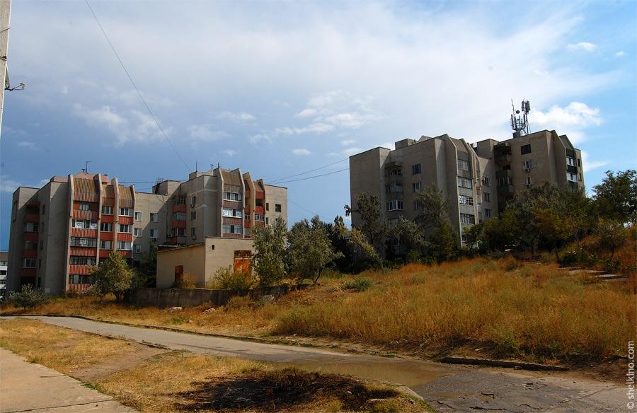 Щелкино. Вид со стороны дома 44а. Слева направо дома 60/1а, 60/1б, 60/2а, 60/2б.