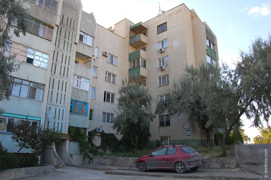 Щелкино. Дома 60/2а (ближний корпус) и 60/2б (дальний корпус), вид со двора. С северо-запада, со стороны дома 44а.