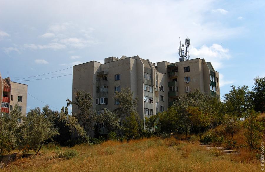 Щелкино. Вид со стороны дома 55. Слева направо, дом 60/2а, 60/2б
