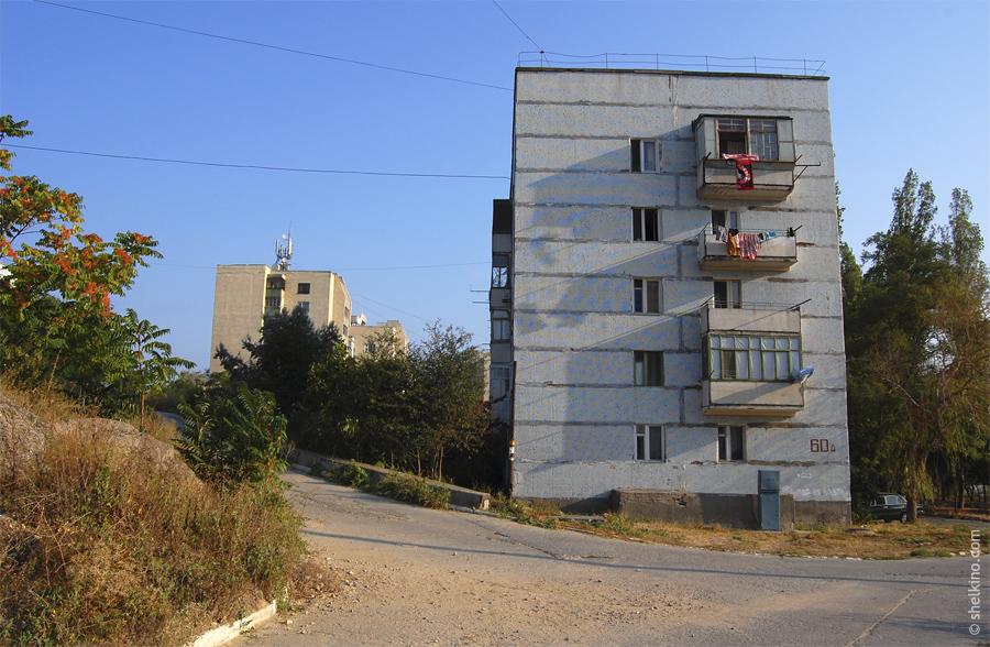 Щелкино, дом 60а. Вид с юга, со стороны домов 86 и 60в.
