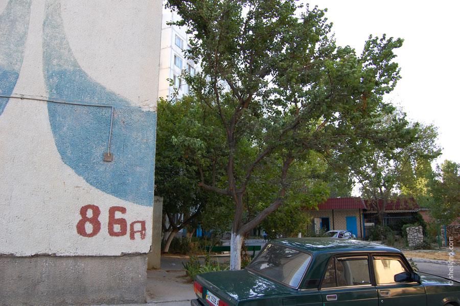 Щелкино. Угол дома 86а. Вид с запада, со стороны дороги, ведущей к автостанции Щелкино.