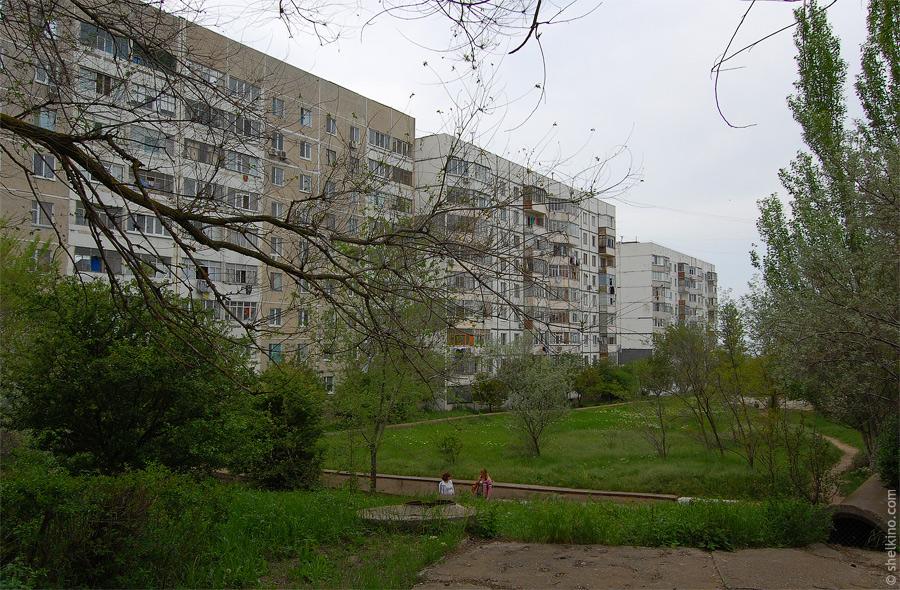Щелкино. Вид со стороны дома 89. Слева направо дома 91/2, 91/1, 92