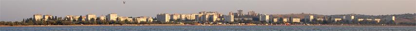 Панорма Щелкино с домами с видом на море